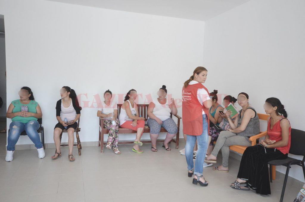 """Mai multe gravide din mediul rural au fost consultate gratuit de medici din cadrul Fundaţiei """"Salvaţi Copiii"""" (Foto: Bogdan Grosu)"""