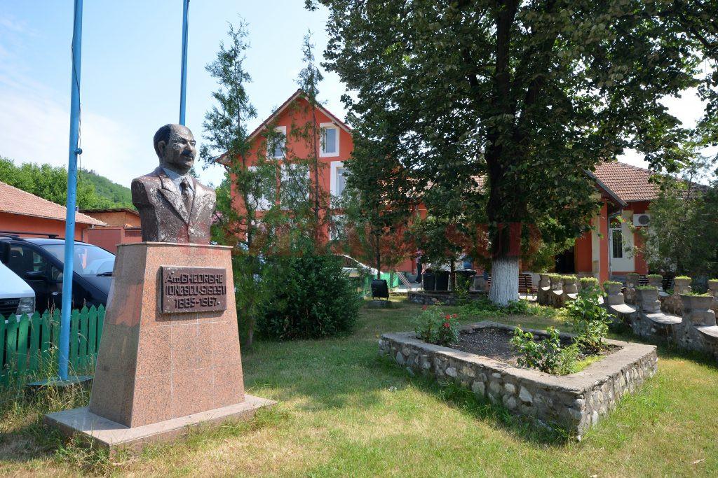 Comuna natală a lui Gheorghe Ionescu-Şişeşti este una dintre puţinele din judeţ care au reuşit să se dezvolte cu fonduri europene (Foto: Bogdan Grosu)