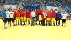 Tricolorii au fost vizitați ieri de foștii mari fotbaliști craioveni, Emil Săndoi şi Rodion Cămătaru (foto:Facebook FRH)