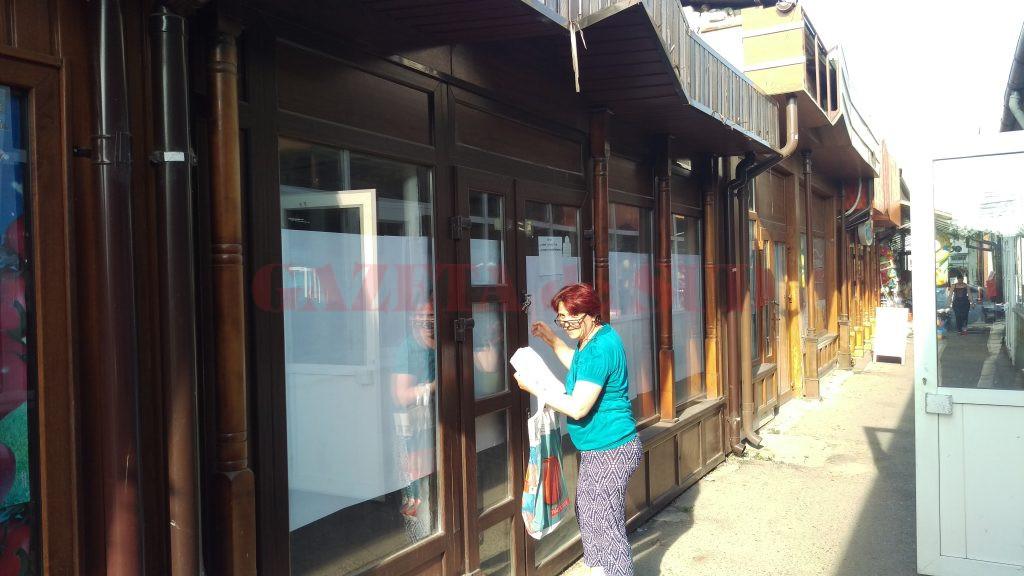 Elena Pascu s-a ales în contul salariilor neplătite de angajator cu un chioșc în piața  din Valea Roșie pentru care plătește impozit, dar pe care nu-l poate vinde