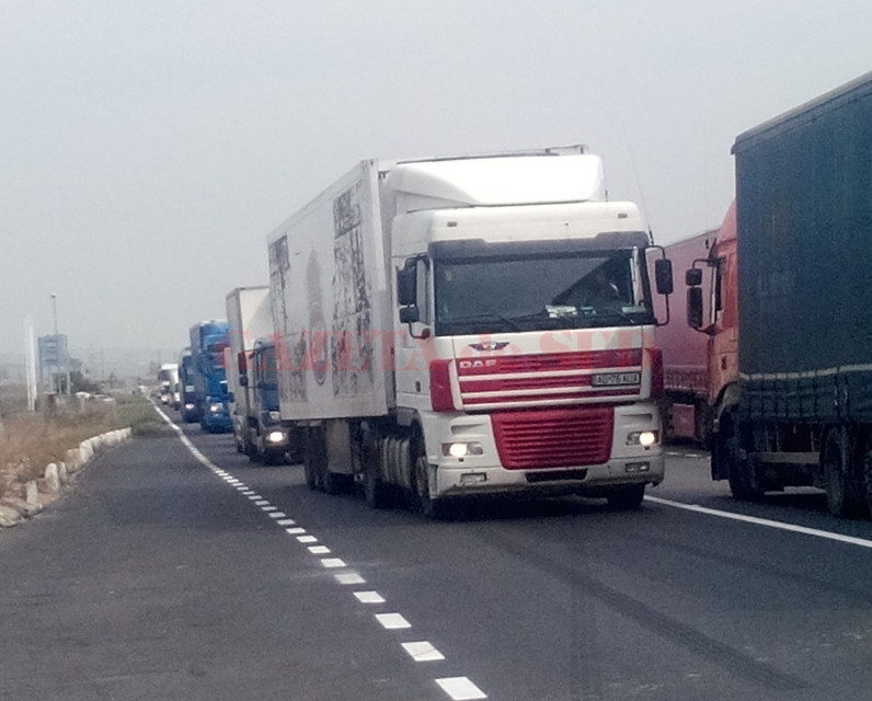 TIRuri-camioane-trafic-coloana-8