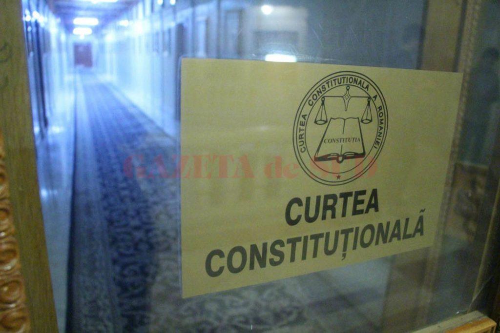Instanța Supremă sesizează Curtea Constituțională, după ce legea pensiilor de serviciu a fost abrogată