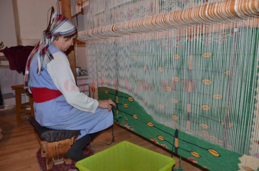 Tehnica de țesut a covoarelor tradiționale românești, inclusă în patrimoniul UNESCO (Foto: Ana-Maria Predilă)
