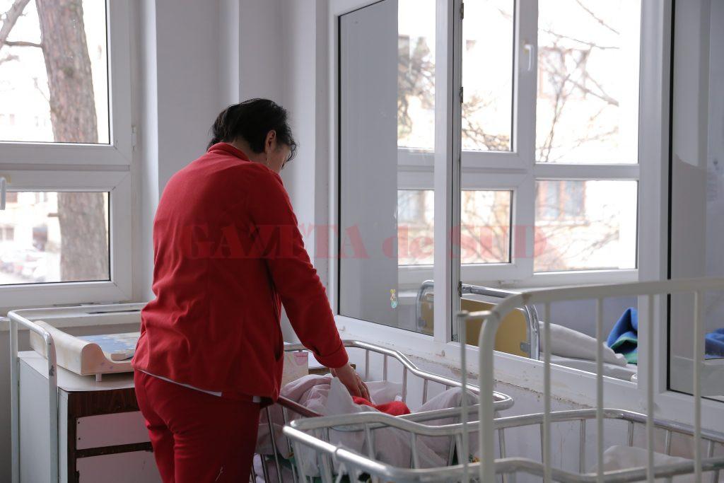 58 de copii din Dolj au fost înregistrați de medici cu boală diareică acută în ultima săptămână. Medicii le atrag atenția părinților să aibă grijă la alimentația și igiena copiilor. (Foto: Arhiva GdS)