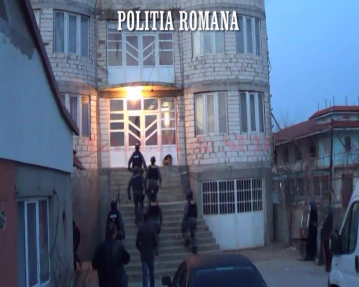 În martie 2014, ofiţerii Serviciului de Investigare a Fraudelor au descins la locuințele a patru doljeni suspectați de evaziune fiscală (Foto: Arhiva GdS)