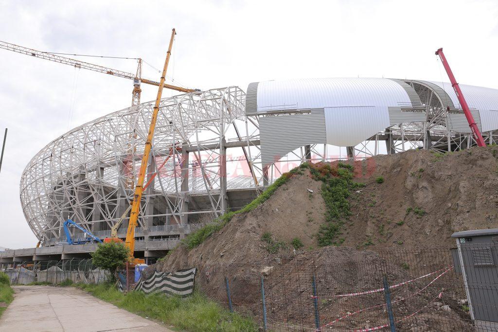 """Un muncitor care lucrează pe șantierul Stadionului """"Ion Oblemenco"""" și-a pierdut trei degete în urma unui accident de muncă"""
