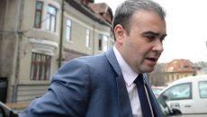 Ministrul demisionar al Finanţelor Darius Valcov soseste la DNA pentru a fi audiat în dosarul în care este acuzat de trafic de influenta, dupa ce ar fi intervenit, cand era primar al Slatinei, in atribuirea unor contracte catre un om de afaceri, care i-ar fi promis 20% din sumele incasate, in Bucuresti, joi, 19 martie 2015. OCTAV GANEA / MEDIAFAX FOTO