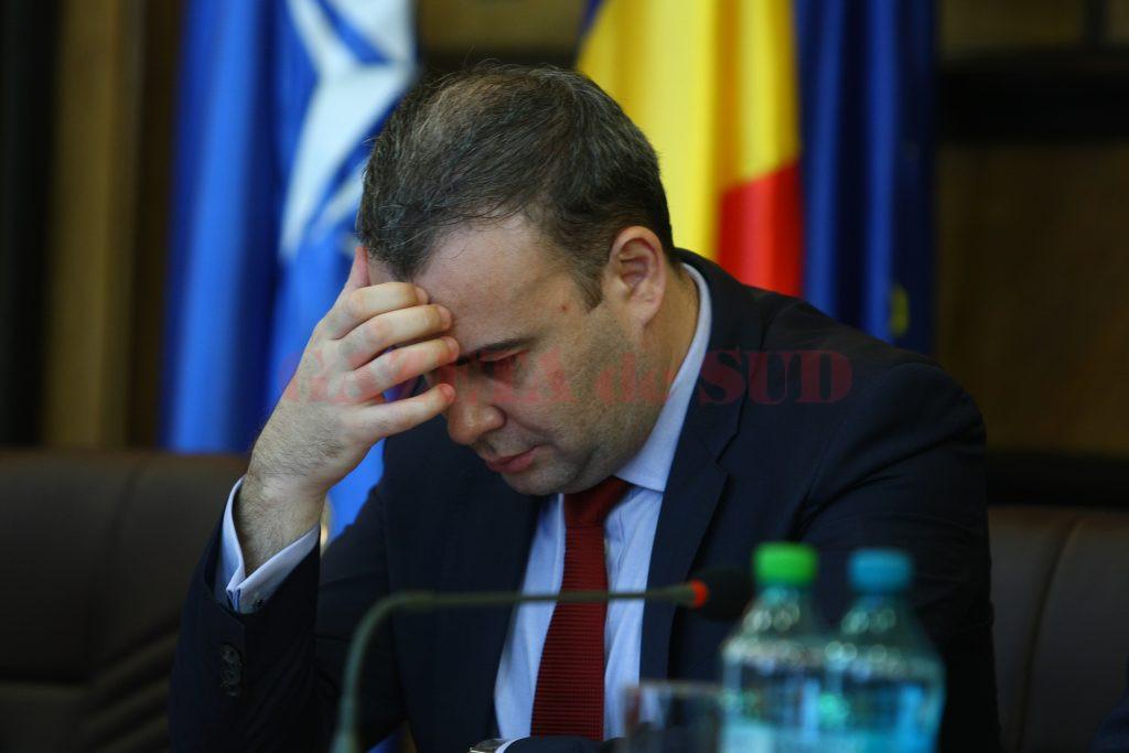Curtea de Apel Craiova a hotărât, miercuri, ca fostul ministru Darius Vâlcov să fie cercetat în continuare sub control judiciar în dosarul în care este acuzat de luare de mită și trafic de influență (Foto: m.click.ro)
