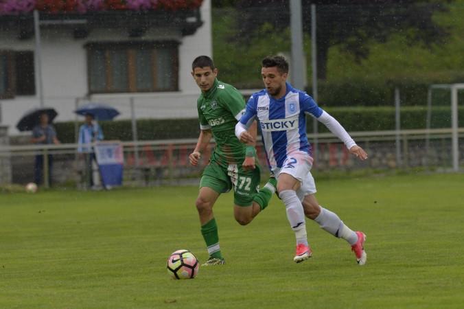 Alex Băluță (la minge) a fost omul meciului în confruntarea cu CSM Poli Iași (Foto: csuc.ro)