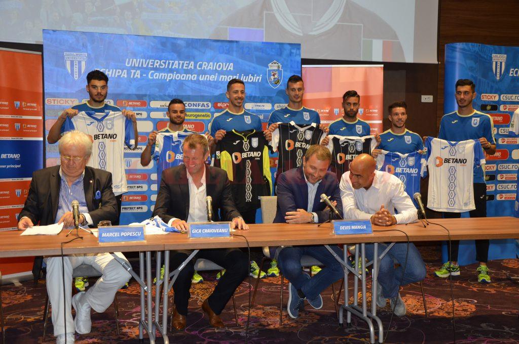 Jucătorii şi oficialii Craiovei au aspiraţii mari pentru sezonul care va începe (Foto: Alexandru Vîrtosu)