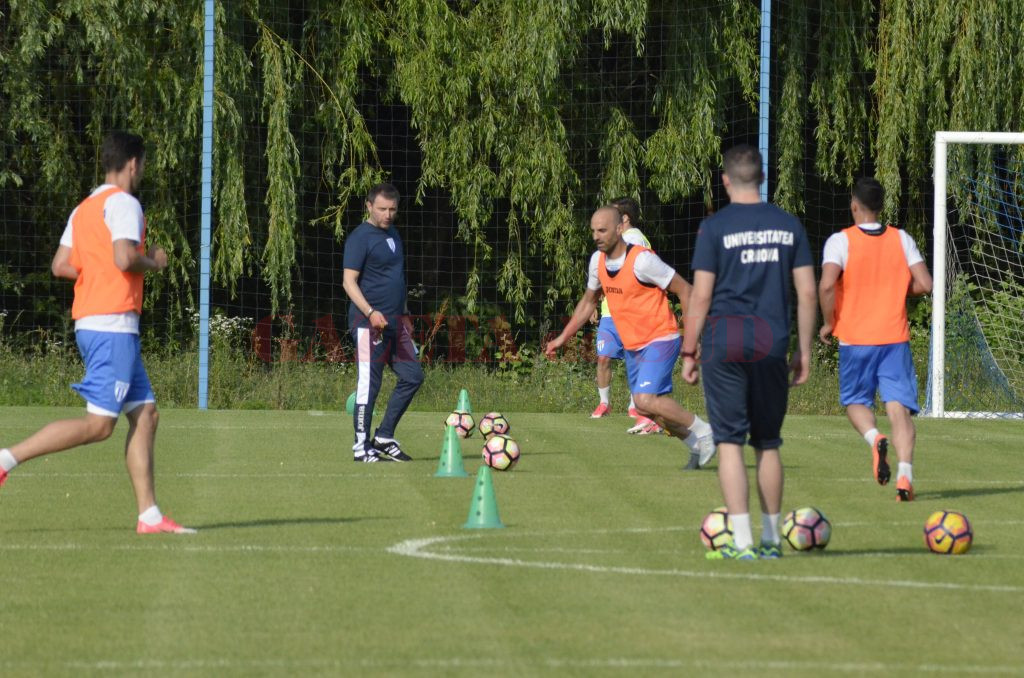 Mangia (stânga) îşi va testa elevii cu Dinamo Kiev (Foto: Alexandru Vîrtosu)