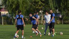 Alex Băluță (în centru) și colegii săi trag tare la antrenamente pentru un start de sezon cât mai bun (Foto: Alexandru Vîrtosu)
