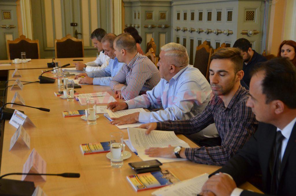 Consilierii județeni au votat joi, în ședință extraordinară, și creșterea salariilor de bază  pentru fucționarii publici, și personalul contractual din cadrul CJ Dolj
