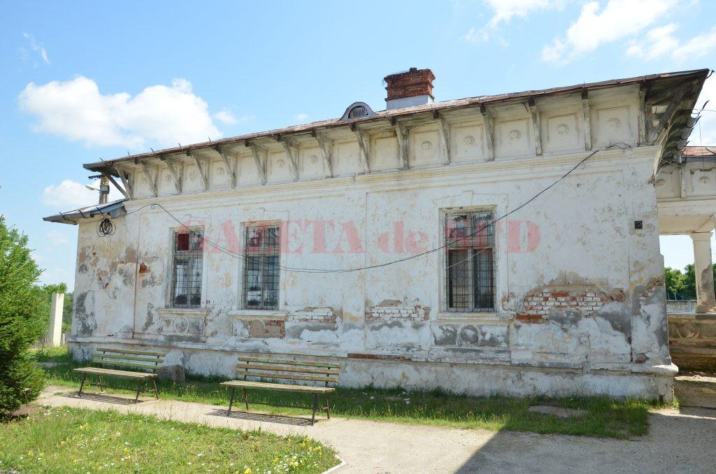 Conacul boieresc pe terenul căruia a fost ridicată Şcoala din Stoicăneşti (foto: Claudiu Tudor)