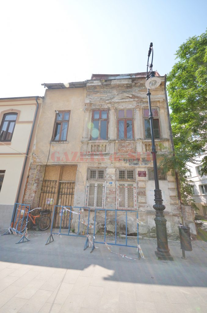 Casă monument în ruină pe strada Romain Rolland (Foto: Bogdan Grosu)