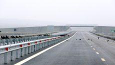 Ministrul Transporturilor, Dan Costescu, face o vizita pe santierul Lotului II al Autostrazii Timisoara - Lugoj, joi, 10 decembrie 2015. Tronsonul al doilea al autostrazii Timisoara - Lugoj are 25 de kilometri, este situat intre localitatile Izvin si Sanovita din judetul Timis, are noua poduri, 12 pasaje, un pod rutier in dreptul localitatii Topolovatu Mare, doua spatii de servicii si doua parcari de scurta durata. ADRIAN PICLISAN / MEDIAFAX FOTO