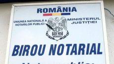 Procurorii doljeni au reținut că angajata unui birou notarial a primit de la denunțător suma de 2.000 de euro pentru a aranja soluționarea favorabilă a unui dosar (Foto: romaniacurata.ro)