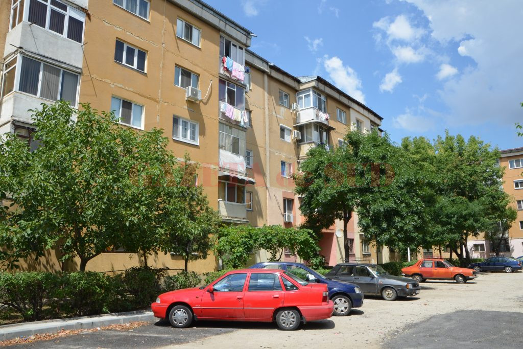 Proprietarii din mai multe blocuri din cartierul 1 Mai au rămas fără apă caldă din cauza datoriilor (Foto: Bogdan Grosu)