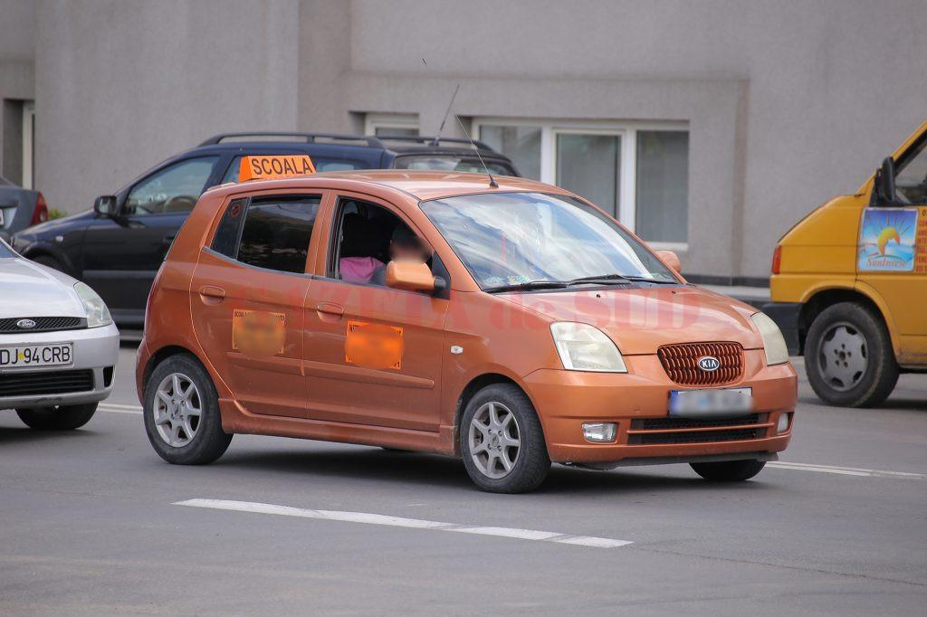 Ofițerii examinatori din Dolj nu au încă tabletele care trebuie montate în mașinile cu care se susține proba practică pentru obținerea permisului de conducere
