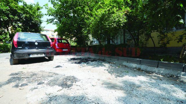 Parcarea de la blocul A1-A2 de pe strada Florilor, zona Nicolae Titulescu (Foto: Bogdan Grosu)