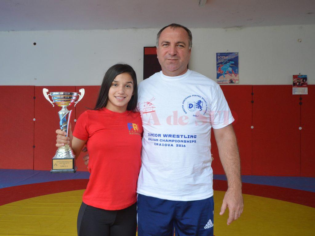 După Europene, Ştefania Priceputu a venit două zile la Craiova pentru a primi sfaturi preţioase de la antrenorul său, Valentin Boboşca, apoi a plecat la Bucureşti, la lotul naţional