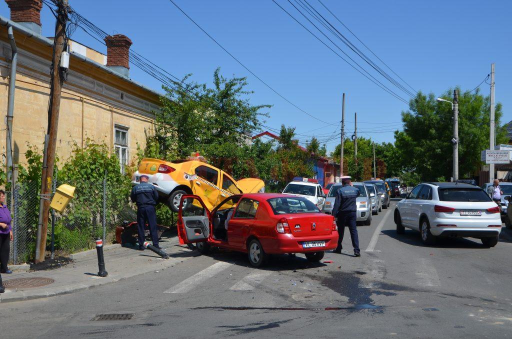 Potrivit noii legislații privind asigurarea obligatorie de răspundere civilă auto, păgubiții vor fi despăgubiți mai  repede, iar montarea de piese contrafăcute pe mașinile  avariate se pedepsește cu închisoarea