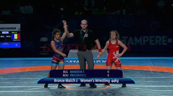 După aurul european, Ştefania Priceputu (stânga) a obţinut azi bronz la Mondiale