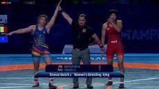Alexandra Anghel (stânga) a urcat pe treapta a treia a podiumului la categoria 67 kilograme