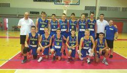 Robert Licurici (nr. 12) participă cu naţionala U14 la un turneu în Grecia