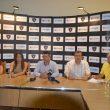 Jean Viorel Nicola (centru) şi o parte din colaboratorii săi au anunţat demararea şcolii milaneze de fotbal în Bănie (Foto: Alexandru Vîrtosu)