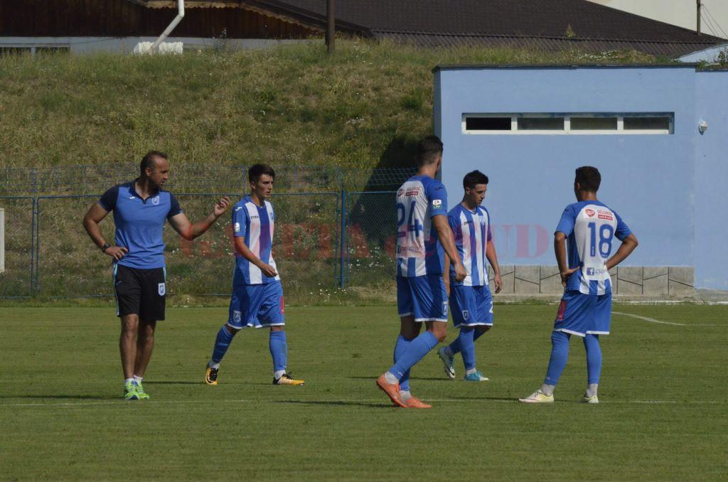 Corneliu Papură și-a testat elevii cu Sporting Roșiori (Foto: Alexandru Vîrtosu)