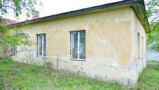 Grădinița din Bodăieștii de Jos (comuna Melinești) a fost închisă de DSP Dolj în toamna anului trecut pentru condiții improprii și a rămas cu lacătul pe ușă (Foto: arhiva GdS)