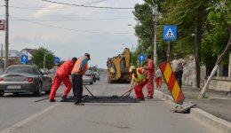 Strada Râului a fost peticită în mai multe locuri înainte de a fi recepționată de Primăria Craiova