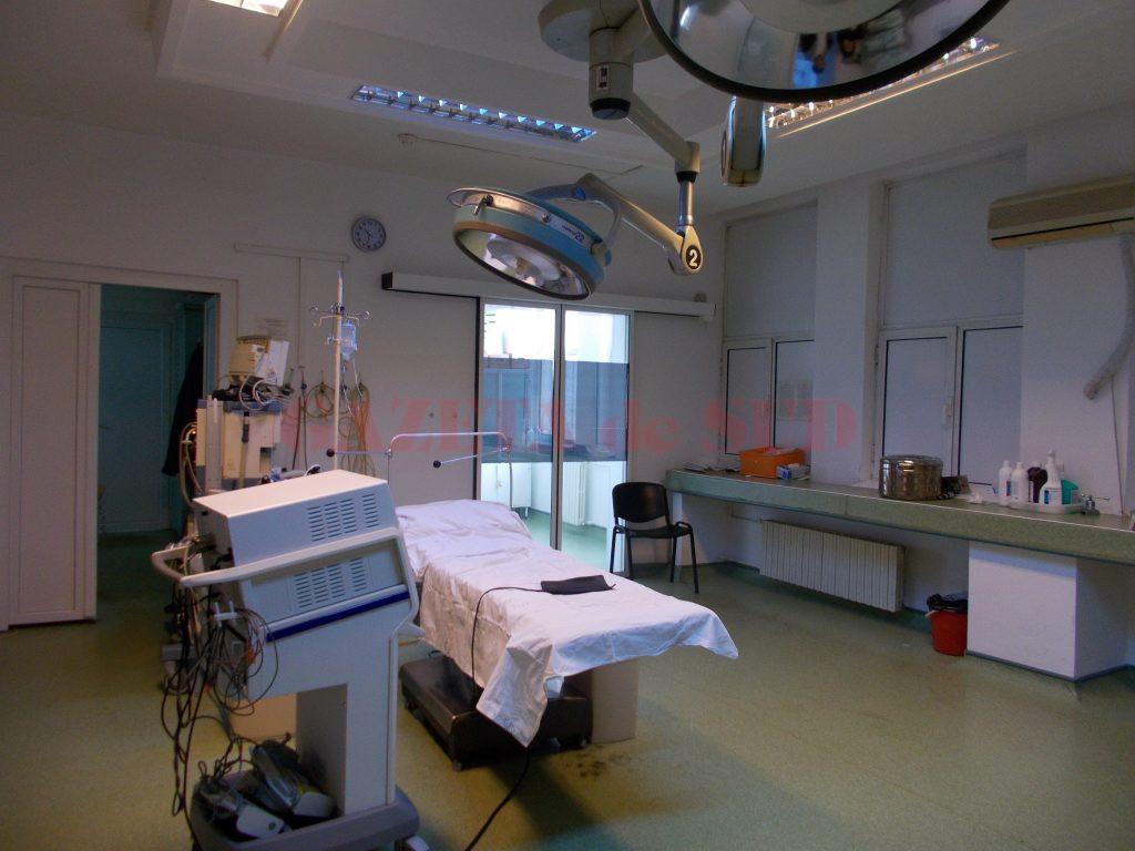 Medicii urologi de la SJU Craiova realizează în jur de 4.000 de intervenții pe an, aproape cât toate celelalte clinici de chirurgie generală la un loc, aparatura din sala de operație este însă învechită