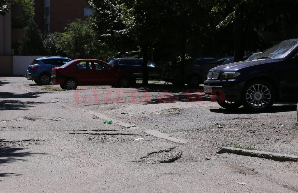 Străzile și aleile din Insulă (cartierul 1 Mai) au nevoie de reparații (Foto: Claudiu Tudor)