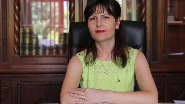 Inspectorul școlar general Monica Leontina Sună a anunțat că în Dolj, în urma concursului, au rămas libere 12 funcții de director și șase funcții de director adjunct