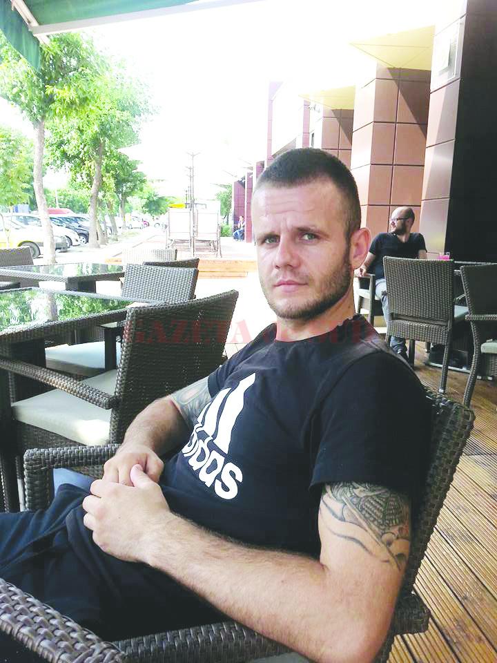 Procurorii doljeni spun că tânărul de 27 de ani a murit după ce a fost înjunghiat cu un cuțit tip baionetă