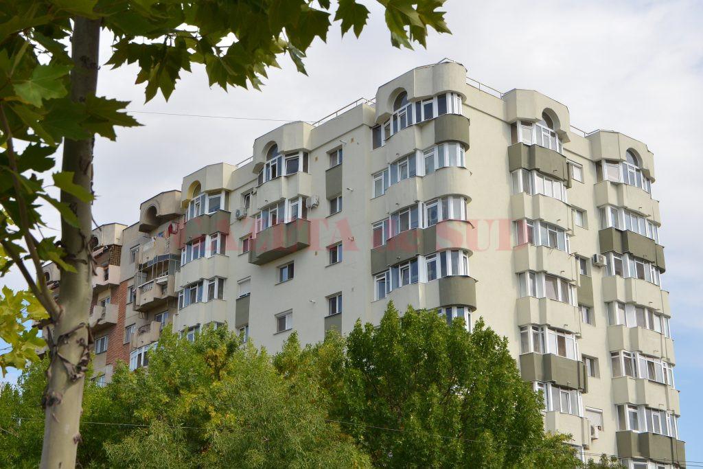 În Craiova s-au reabilitat pe fonduri europene 17 blocuri (Foto: Bogdan Grosu)