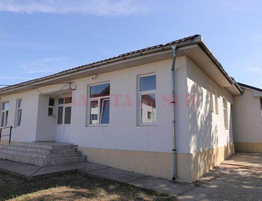 Clădirea în care ar trebui să funcţioneze grădiniţa din satul Balta Verde, comuna mehedinţeană Gogoşu, stă închisă de şase ani (Foto: Lucian Anghel)