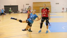 Bobana Klikovac (la minge) s-a aflat la primul meci oficial pentru SCM Craiova în Sala Polivalentă