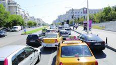 Pe Calea Bucureşti se creează zilnic ambuteiaje