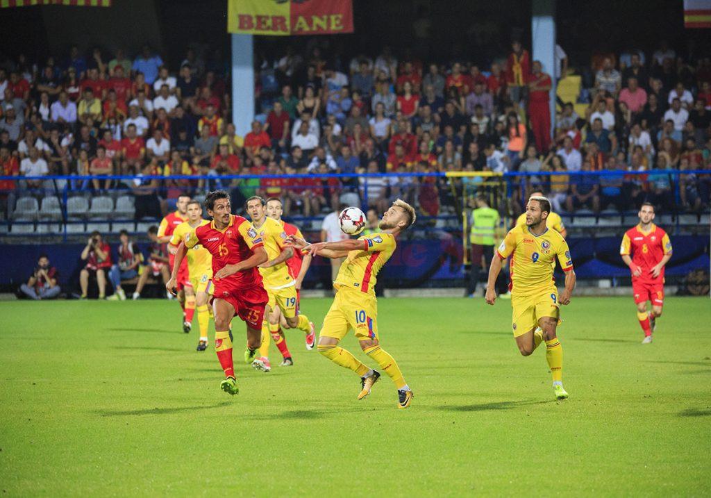 Maxim (la minge) și colegii săi vor urmări Mondialul din Rusia la tv (Foto: frf.ro)