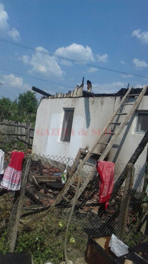 Casa familiei a fost mistuită de un incendiu