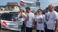 Participanţii au purtat tricouri cu imaginea victimelor