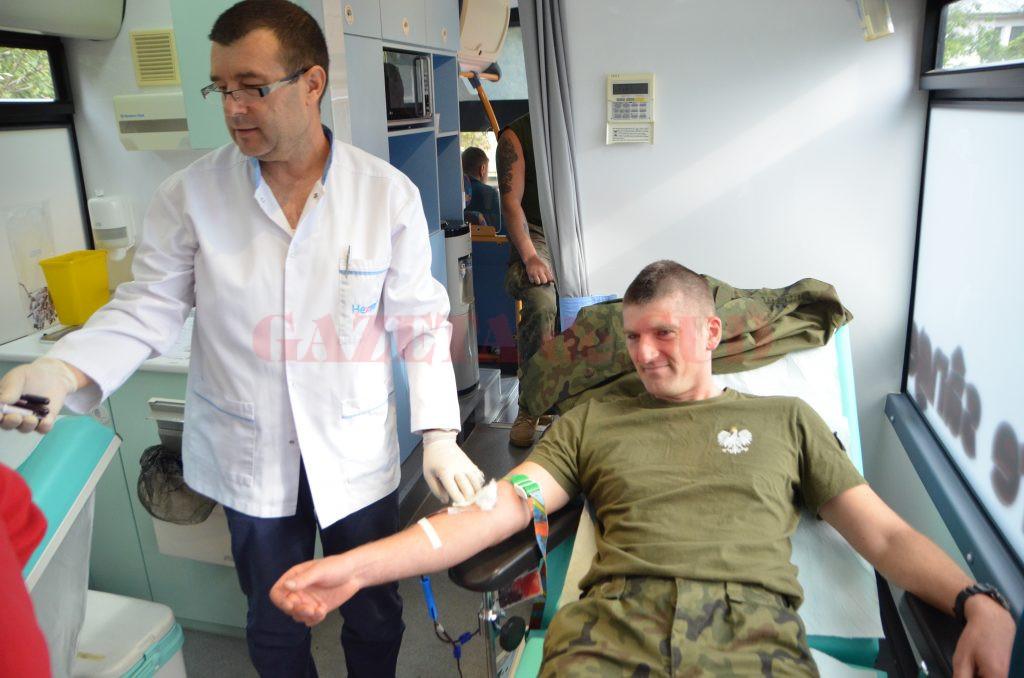 Militari români și polonezi din cadrul Brigăzii Multinaționale Sud-Est au donat sânge ieri, la sediul  Batalionului 26 Infanterie din Craiova