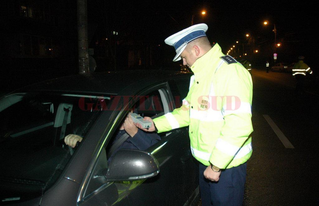 Un doljean a fost prins conducând prin Breasta, fiind băut şi fără permis de conducere pentru nicio categorie de vehicule.