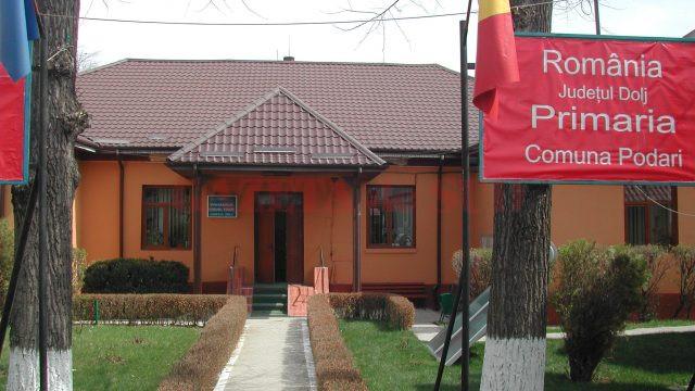 Procurorii DNA au trimis în judecată mai mulți funcționari din cadrul Primăriei Podari, printre care se numără primarul și viceprimarul comunei