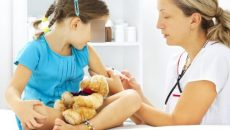 Copiii din Dolj vor putea fi imunizați cu vaccinul tetravalent începând din această săptămână. Vaccinul a lipsit luni bune din cabinetele medicilor de familie.