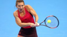 BEIJING, CHINA - OCTOBER 04:  Simona Halep of Romania returns a shot against Maria Sharapova of Russia during the Women's singles 3rd round on day five of 2017 China Open at the China National Tennis Centre on October 4, 2017 in Beijing, China.  (Photo by Lintao Zhang/Getty Images)