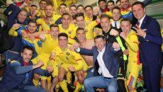 Selecționerul Daniel Isăilă și elevii săi s-au bucurat din plin de victoria obținută în Țara Cantoanelor (foto: frf.ro)
